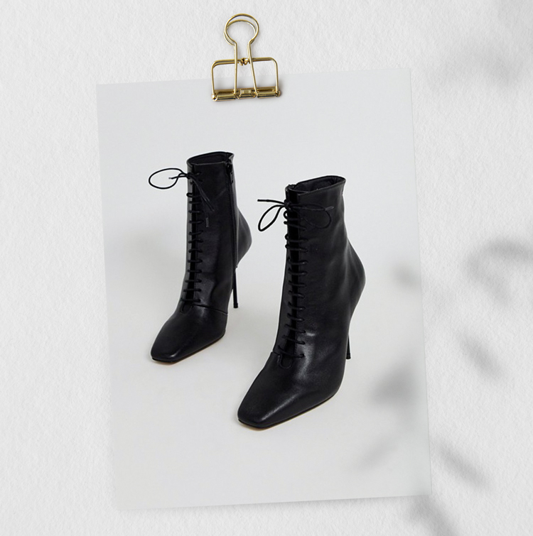 Черные кожаные ботильоны на каблуке со шнуровкой
