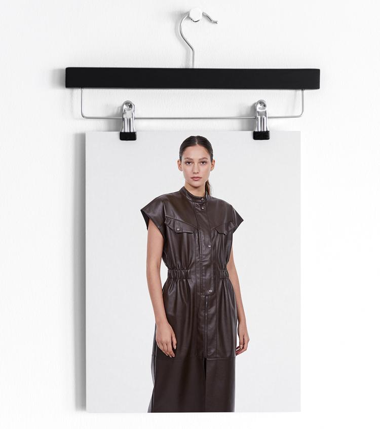 коричневое кожаное платье