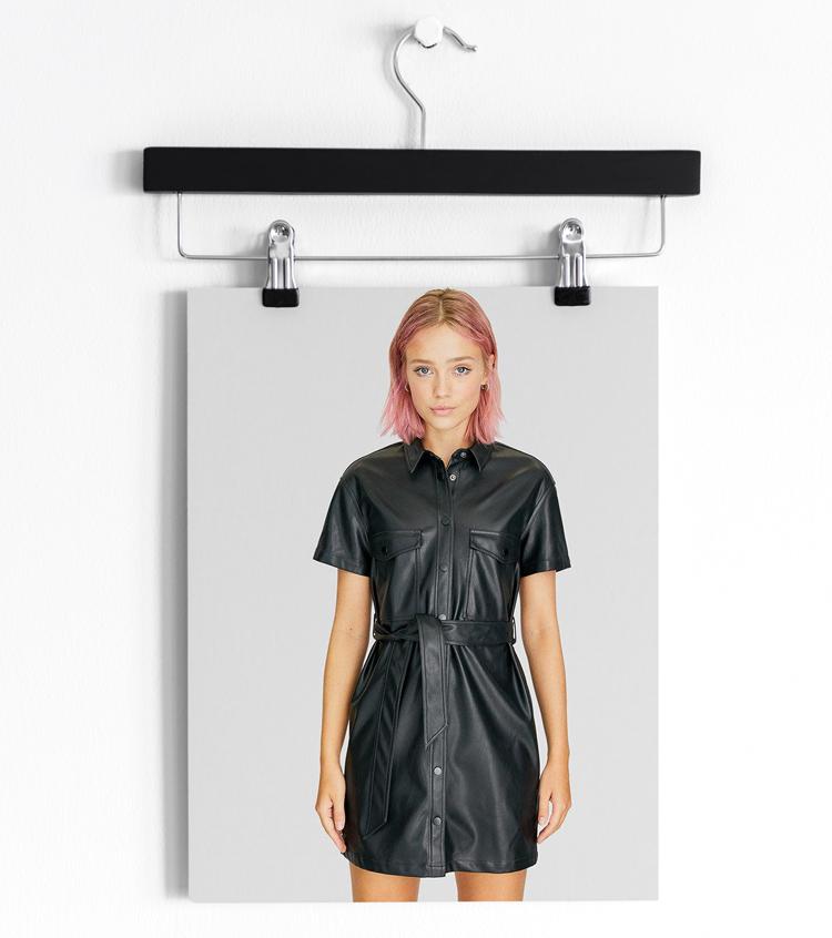 Черное мини платье из кожи