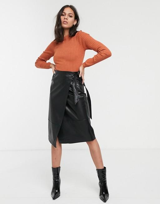 Черная юбка миди из искусственной кожи