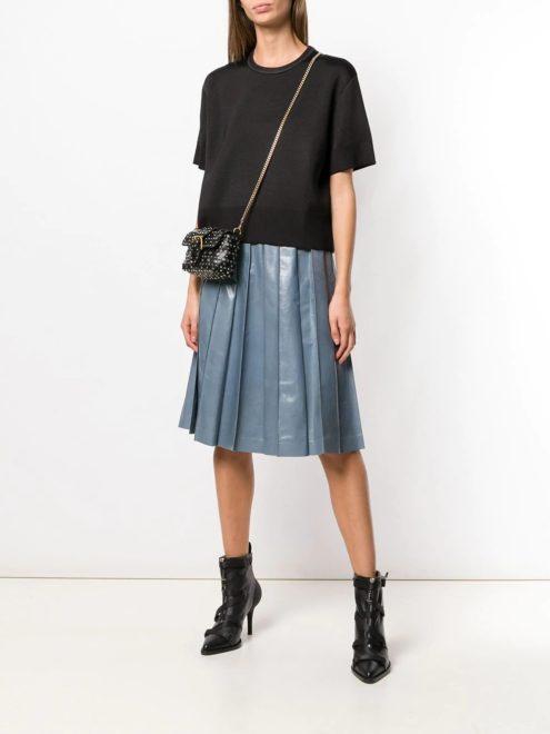 лакированная юбка со складками