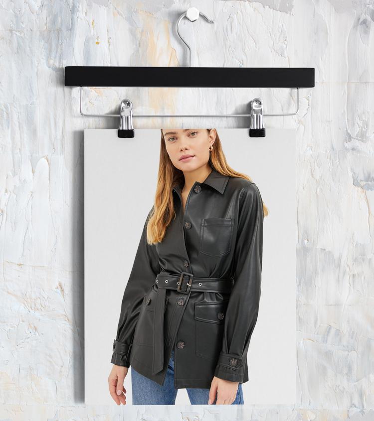 Черная куртка в рубашечном стиле из искусственной кожи