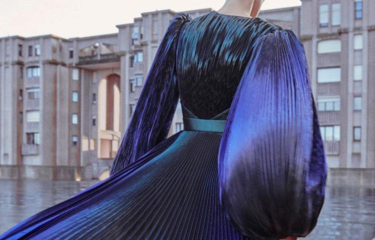 Модные плиссированные платья 2020