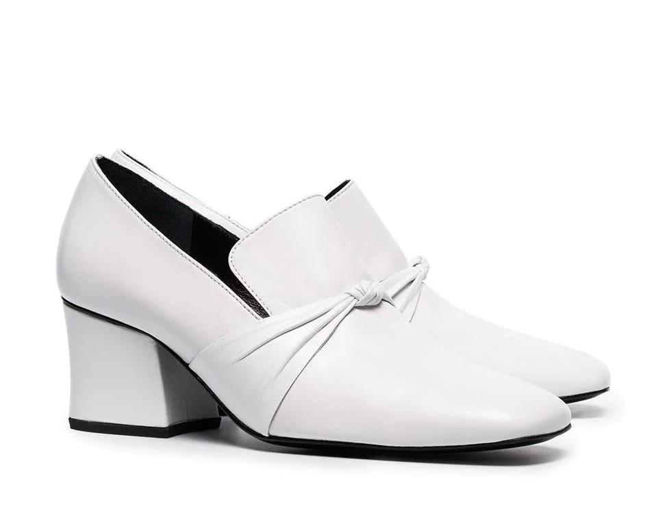 Лоферы на каблуке мода 2020