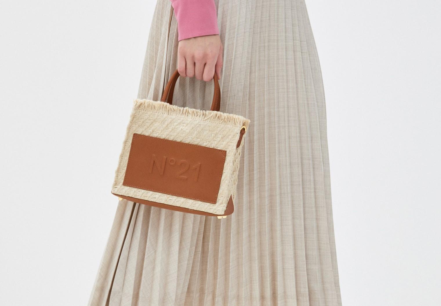 Модная сумка из текстиля с отделкой из натуральной кожи
