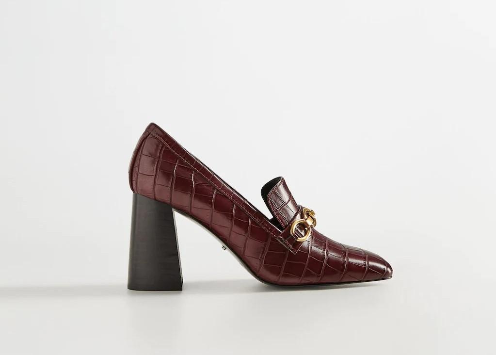 Лоферы с цепочкой на каблуке