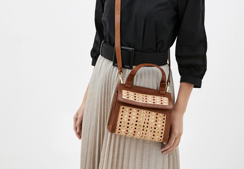Комбинированная сумка из кожи и соломы