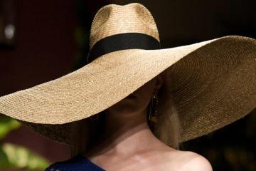 Самые модные модели и тренды аксессуаров весна-лето с показов Модных Домов на Fashion Week SS 2020.