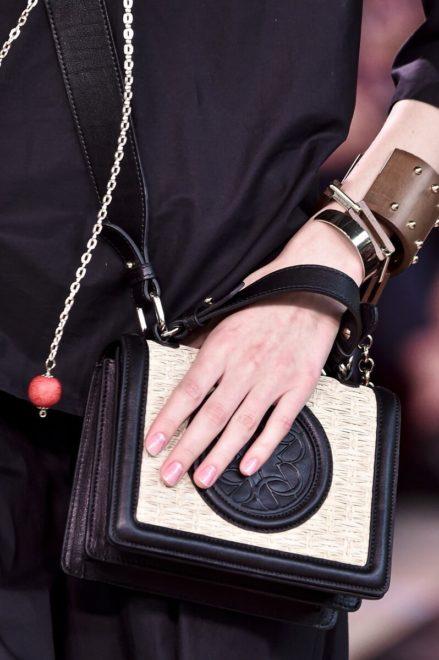 комбинированная сумка из кожи и джута