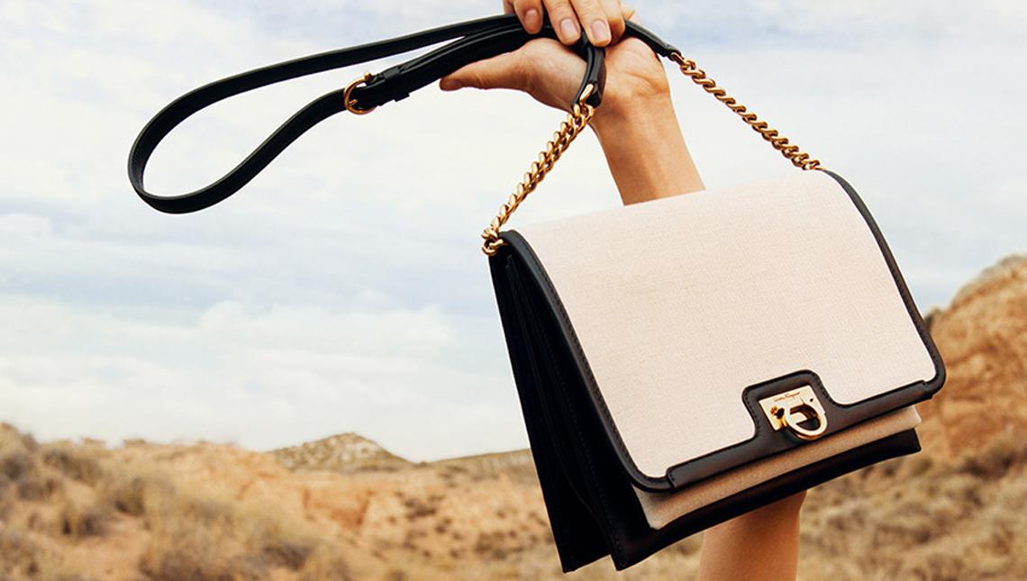 Комбинированная сумка из кожи и парусины модный тренд 2020