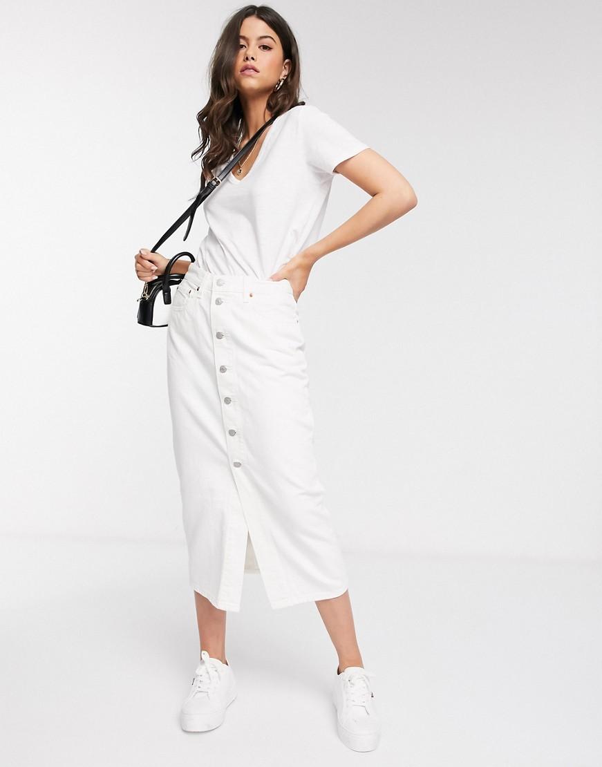 Белая джинсовая юбка на пуговицах