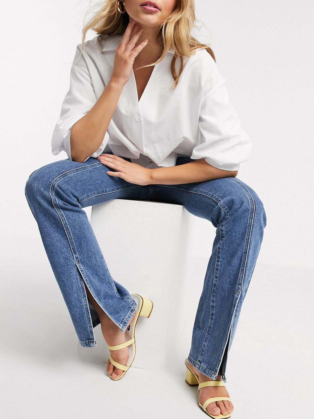 Синие джинсы с разрезами