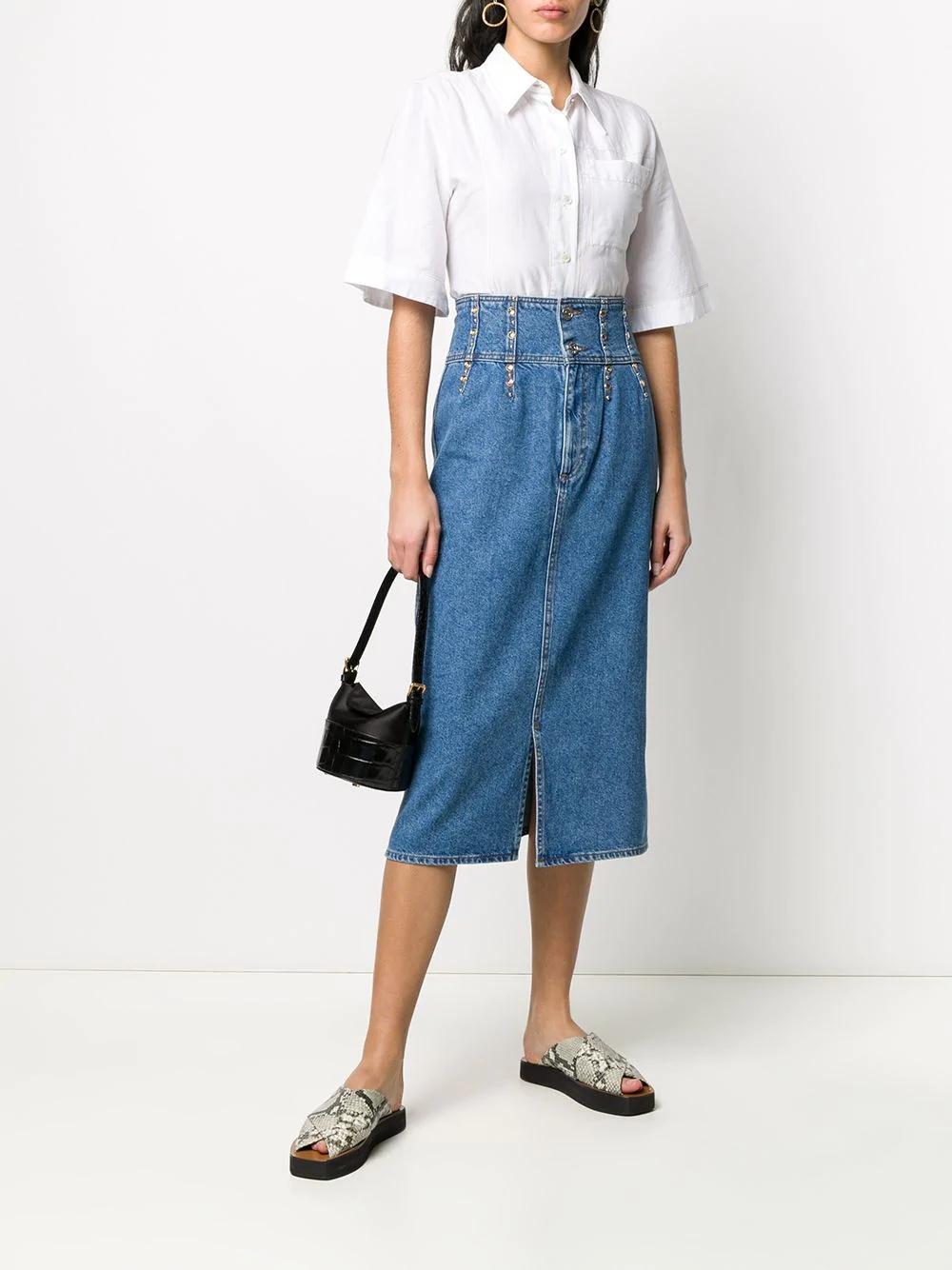 джинсовая юбка с завышенной талией и заклепками