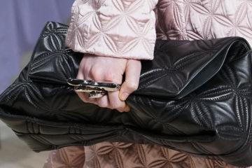 Самые модные модели и тренды сумок осень-зима с показов Модных Домов на Fashion Week FW 2020-2021.