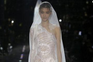 Показ женской коллекции Tom Ford осень-зима 2020-2021 Ready-to-wear на неделе моды в Лос-Анджелесе. Главные тренды сезона с подиума.