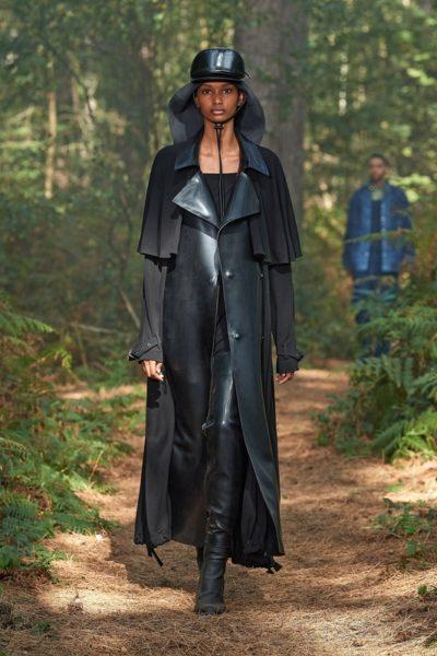 Показ женской коллекции Burberry весна-лето 2021 Ready-to-wear на неделе моды в Лондоне.