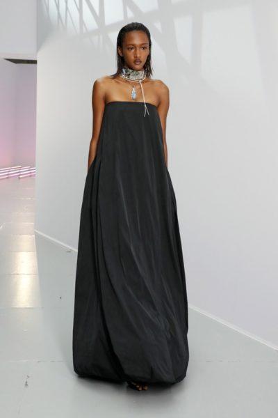 Показ женской коллекции Acne Studios весна-лето 2021 Ready-to-wear на неделе моды в Париже